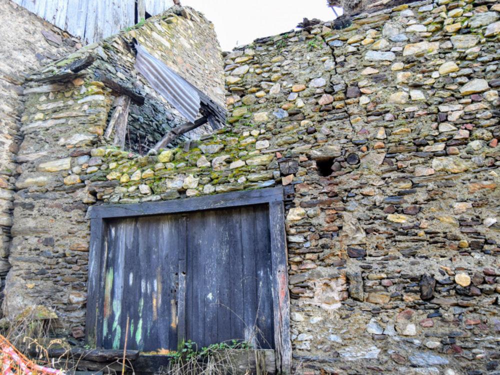 Vente Remise/Grange Grange (70 m2) à rénover avec un petit jardin et de superbes vues sur les montagnes. Situé dans un charmant petit village à prox Burgalays