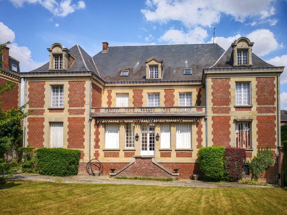 Vente Maison Magnifique manoir de 9 chambres à coucher avec appartement séparé et grand jardin au centre d'une grande ville historique. Montdidier