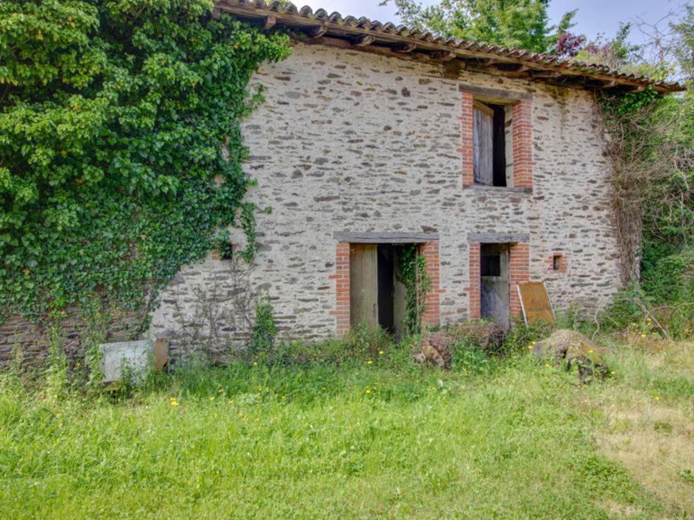 Vente Remise/Grange Ancienne grange, jardin et terrain non-attenante, se situe dans un petit hameau 5km à Chalus Chalus