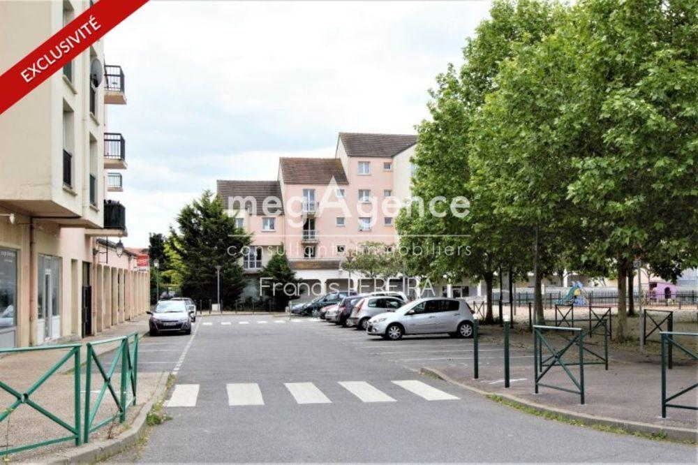Location Appartement A ISSOU (78440), appartement 2 pièces avec parking.  à Issou