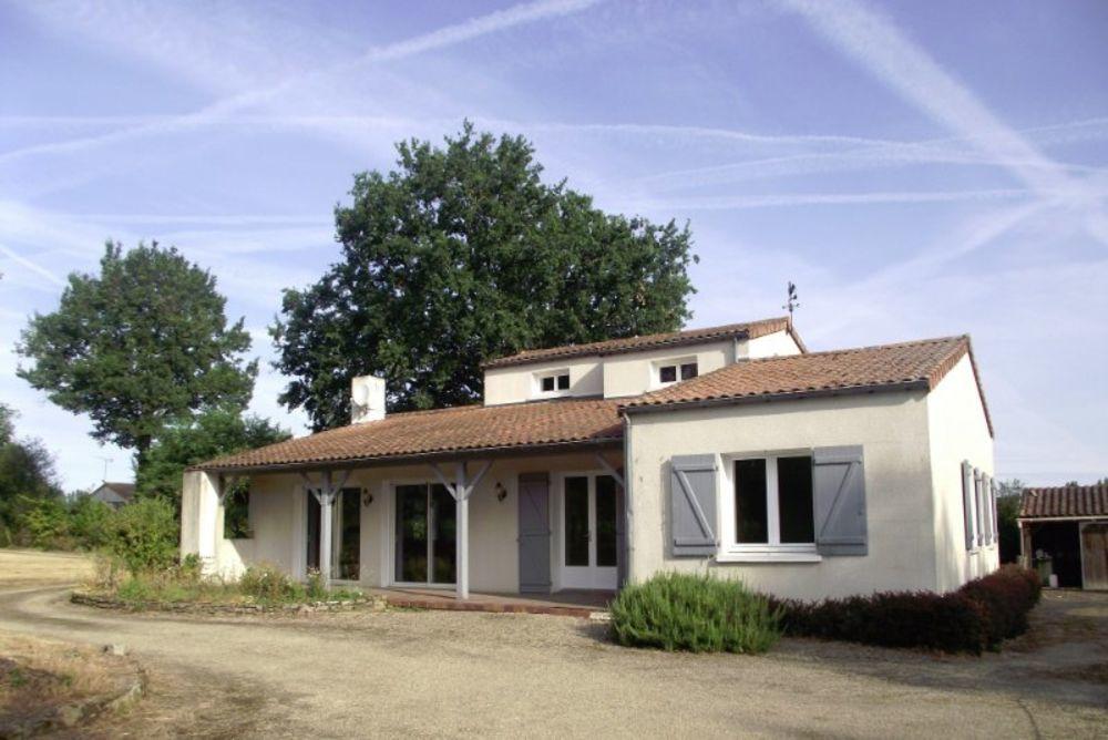 Vente Maison Maison 5 chambres 1 bureau avec Piscine  à Bressuire