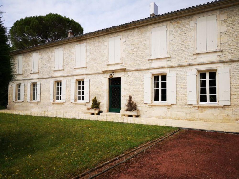 Vente Maison Surgères 17700 Demeure de charme située dans un magnifique parc  à Surgeres