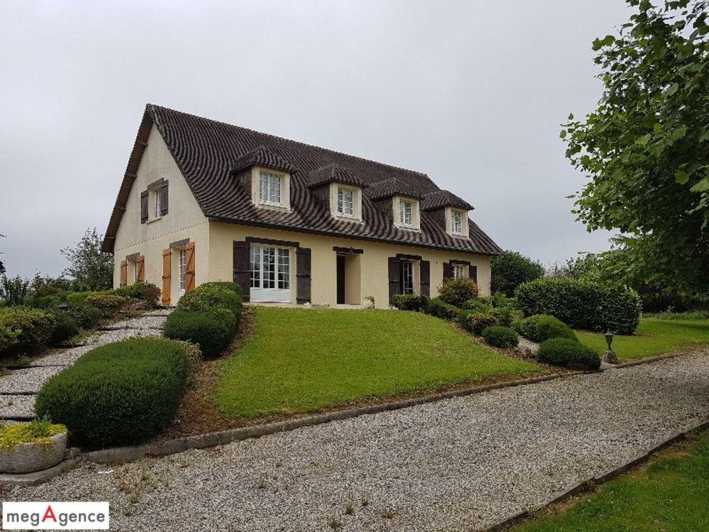 Vente Maison Maison spacieuse pour grande famille ou future maison d'hôtes : 245 m²  (245 sq. metres of living space)  à Saint-lo