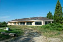 Local commercial et habitation 8 pièces de 1500 m² - 16260 Cha 183000