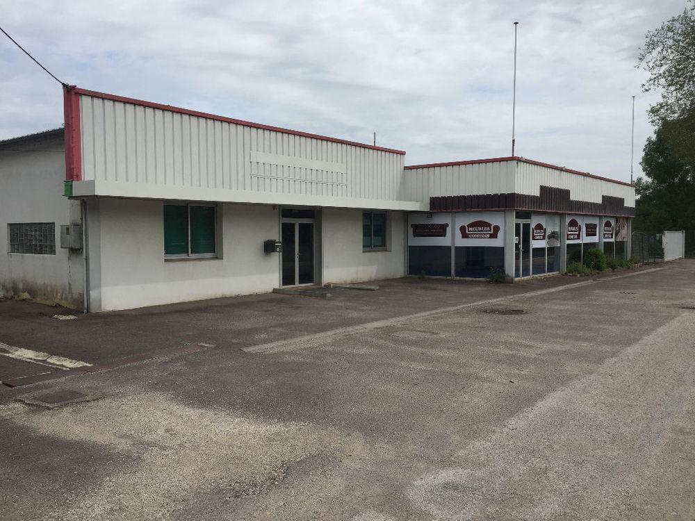 Local commercial de 238 m² + 378 m² d'entrepôt