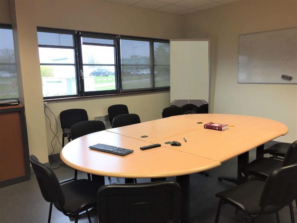 Bureaux 330 m² de Plain pied à La Vatine . PMR.