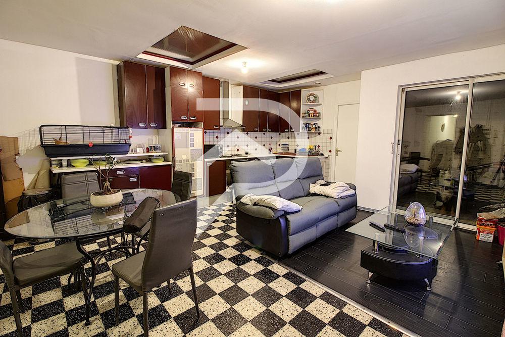 Location Appartement Bel appartement de type 2 et bureau en rez-de-chaussée avec courette  à Henin beaumont