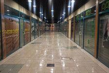 VERNEUIL SUR AVRE, au coeur du centre ville, nombreuses boutiques, situé dans un cadre harmonieux et passant.