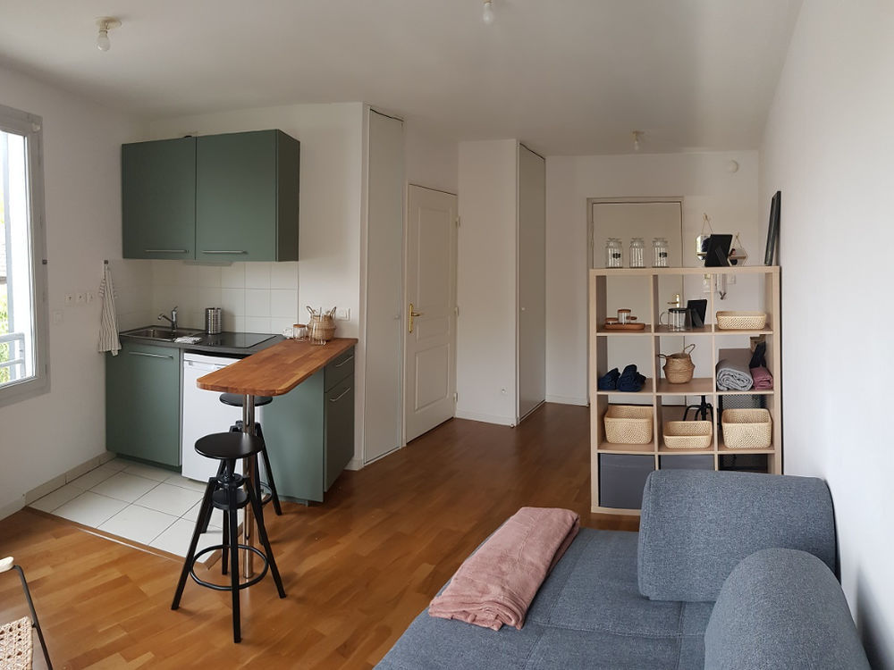 Location Appartement STUDIO MEUBLE AVEC GARAGE  à Caluire et cuire