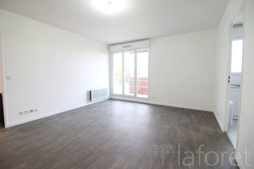 Location Appartement ETAMPES - Appartement 2 pièces avec balcon et place de parking  à Etampes
