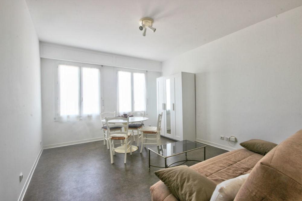 Location Appartement Broussailles, grand studio moderne au 3ème avec ascenseur et gardien  à Cannes