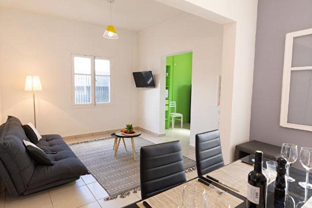Immeuble - 8 pièce(s) - 200 m² 300000 Sainte-Suzanne (97441)