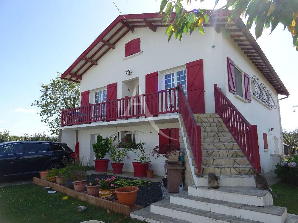 Vente Maison Maison +  2 appts 10 pièces 270 m2  à Briscous