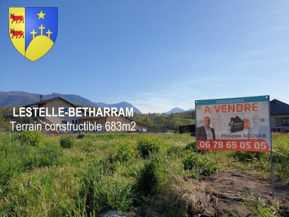 Vente Terrain Lestelle-Betharram : Beau terrain plat constructible - 683m² Lestelle-betharram