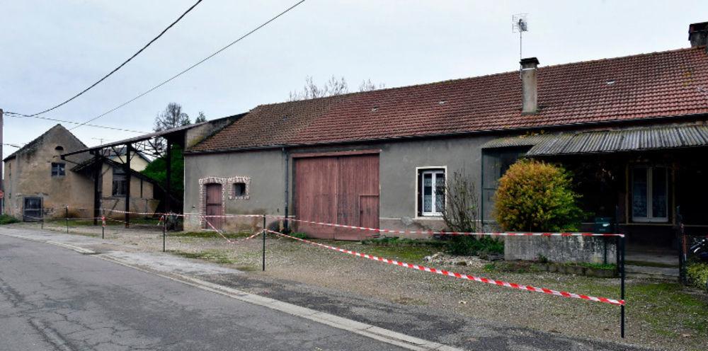 Vente Maison corps de ferme proche TAVAUX et CHAUSSIN  à Chaussin