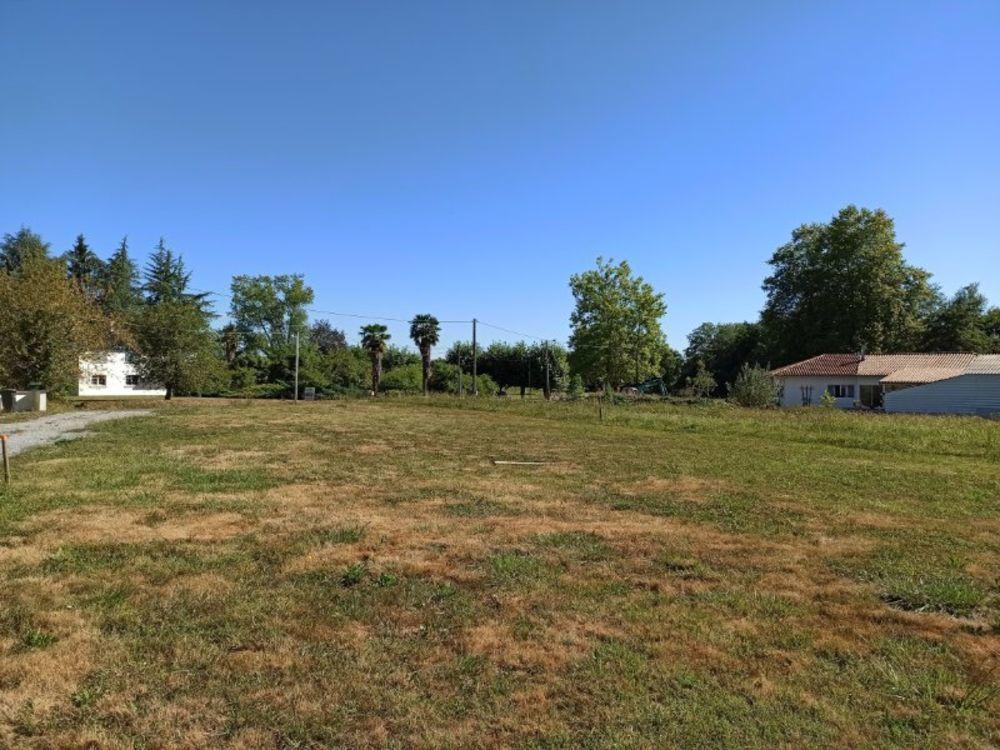 Vente Terrain Beau terrain plat d'environ 900 m2 Charritte-de-bas