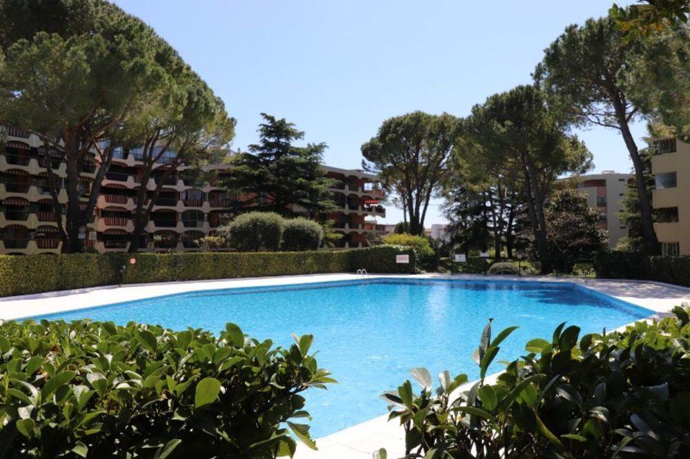 Vente Appartement T2 + terrasse + garage au calme  à Mandelieu-la-napoule