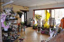 Fond de commerce fleuriste dans une petite ville.