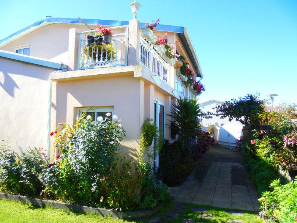 Maison - 5 pièce(s) - 110 m² 165000 Plaine des Cafres (97418)