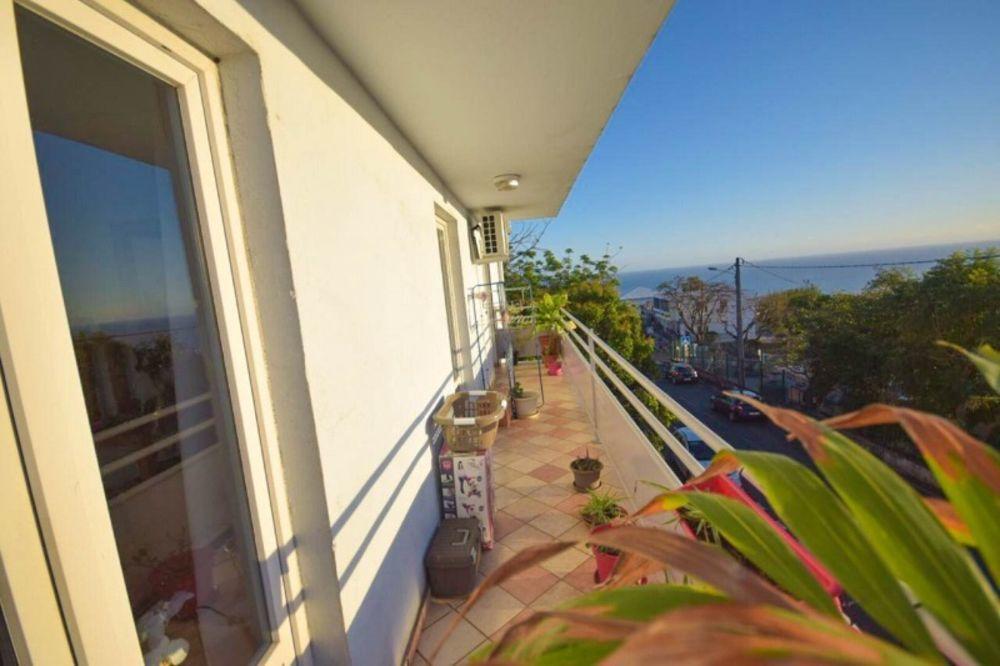 Appartement - 3 pièce(s) - 107 m² 210000 Les Avirons (97425)