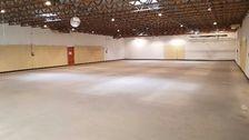 Emplacement N°1 pour ces murs commerciaux d'une surface de 750 m2. 1235000