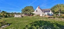 Superbe demeure en pierre de tuffeau restaurée avec son gite au cœur du vignoble Bourgueillois. 309900 Benais (37140)