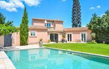 Location prestige avec piscine privée Piscine privée - Alimentation < 1 km - Télévision - Terrasse - place de parking en extérie Provence-Alpes-Côte d'Azur, Eyguières (13430)