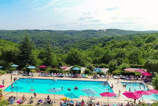 Camping Domaine de la Paille Basse - Loggia Piscine collective - Terrasse - Club enfants - place de parking en extérieur - Salon Midi-Pyrénées, Souillac (46200)