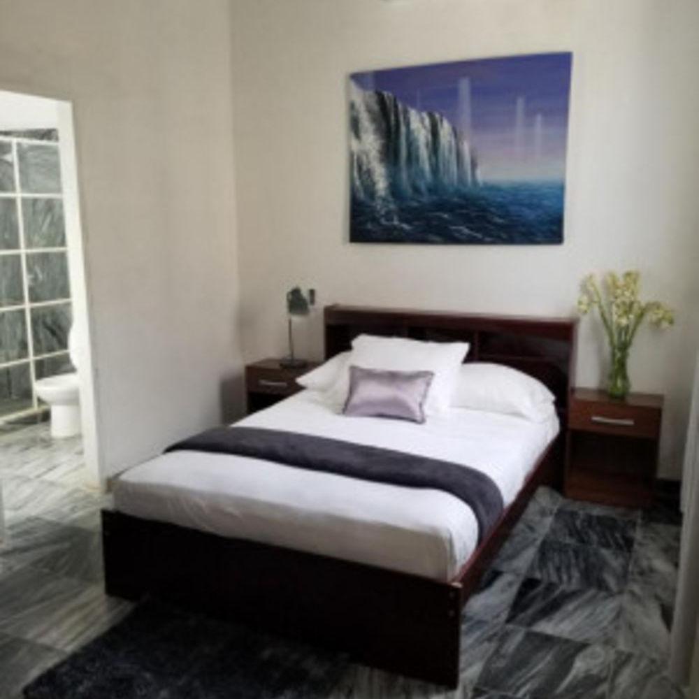 Casa Salatti - Double Room with Private Bathroom Télévision - Terrasse - place de parking en extérieur - Accès Internet - Table Cuba, Plaza de la Revolución