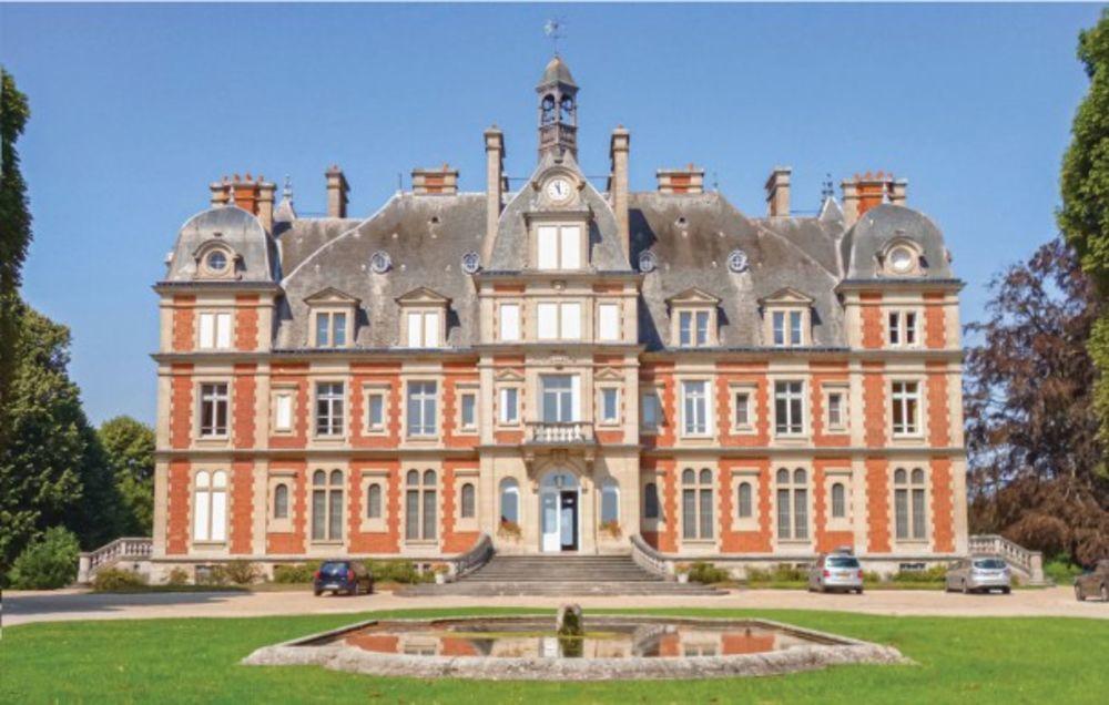 Location prestige Piscine collective - Télévision - Terrasse - Balcon - place de parking en extérieur . . . Île-de-France, Ocquerre (77440)