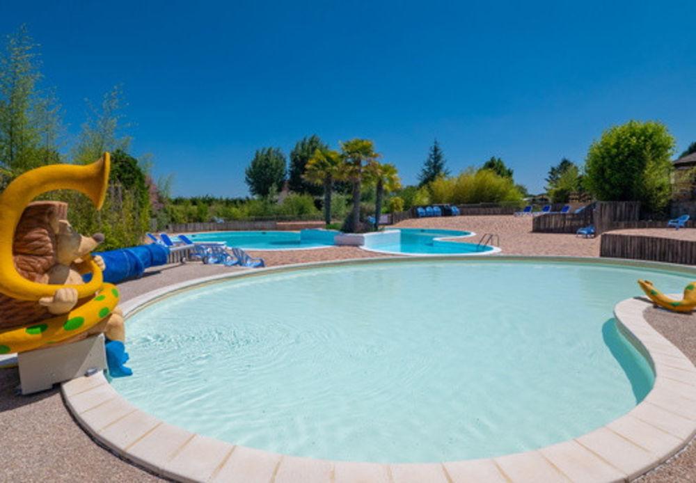Camping Bois du Bardelet 5* - Mh Cosy 2Ch 6pers - 5 Adultes Max + 1 Enfant (-14ans) Piscine couverte - Piscine collective - Bain Centre, Poilly-lez-Gien (45500)