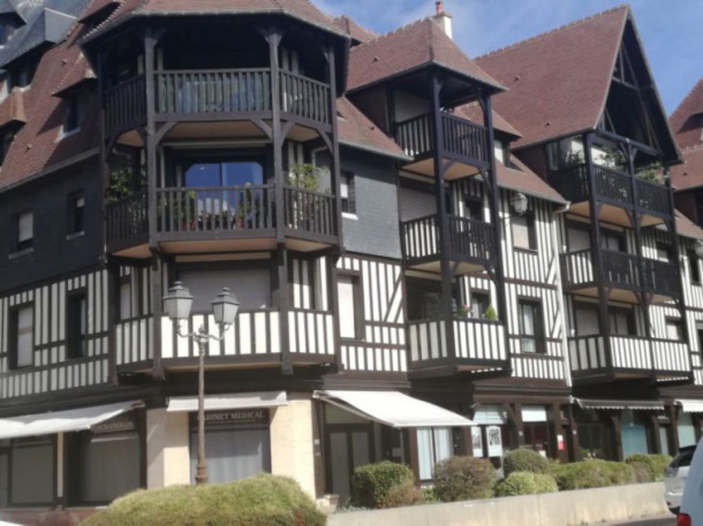 Les Jardins du Yacht Club Plage < 1 km - Télévision - Balcon - place de parking en interieur - place de parking en extérieur . . Basse-Normandie, Deauville (14800)