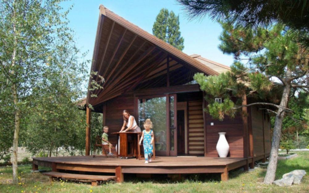 Camping Les Portes Du Beaujolais - Chalet Néva - 24 m² - terrasse (2 chambres) Télévision - Terrasse - Accès Internet - Jeux jar Rhône-Alpes, Anse (69480)