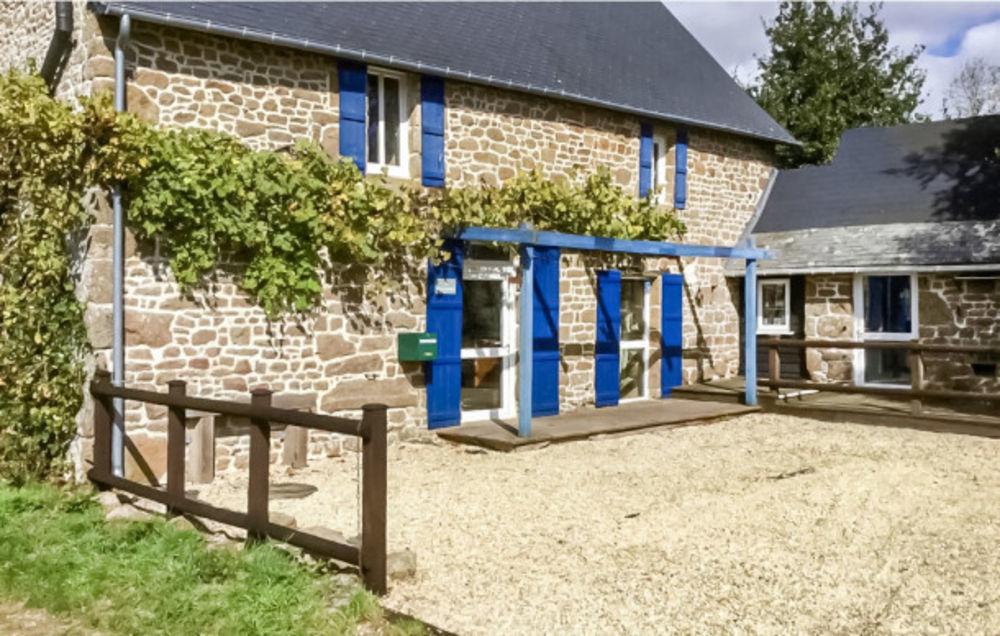 Terrasse - Balcon - place de parking en extérieur - Barbecue - Table et chaises de jardin . . . Pays de la Loire, Colombiers-du-Plessis (53120)