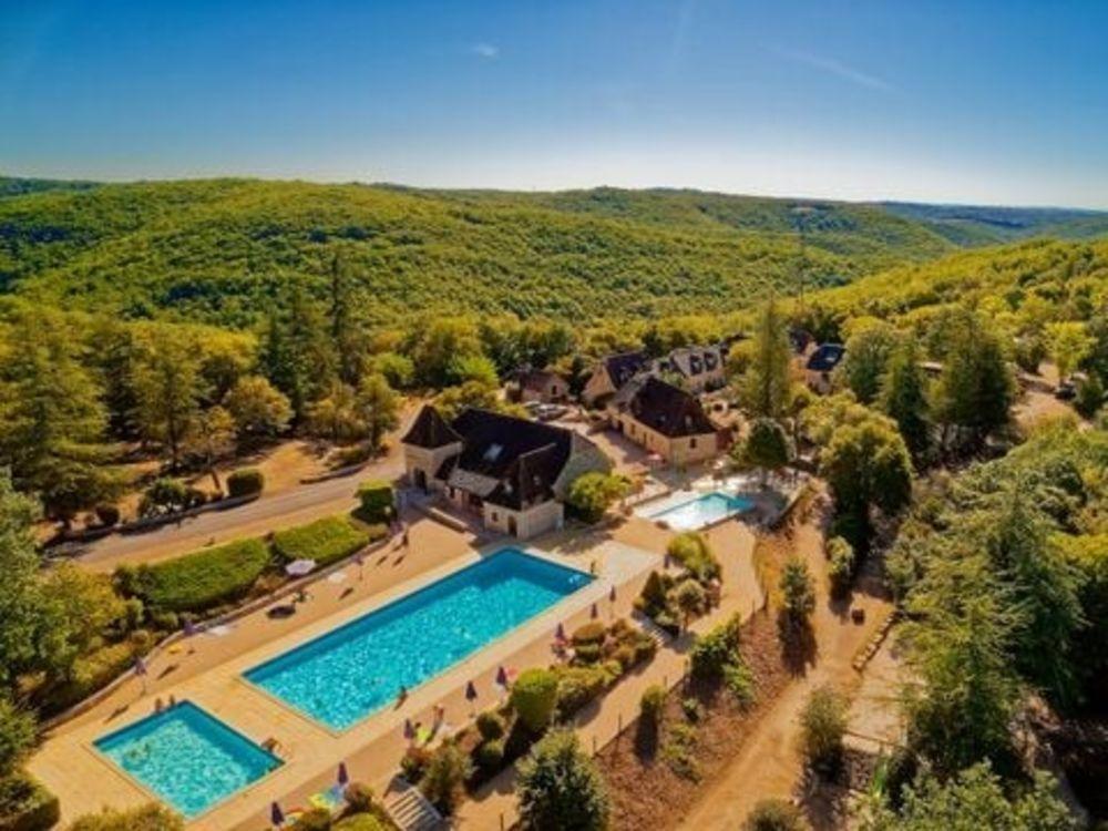 Camping Domaine de la Paille Basse - Loggia (MAX 6 adultes + 2 enfants) Piscine collective - Terrasse - Club enfants - place de Midi-Pyrénées, Souillac (46200)