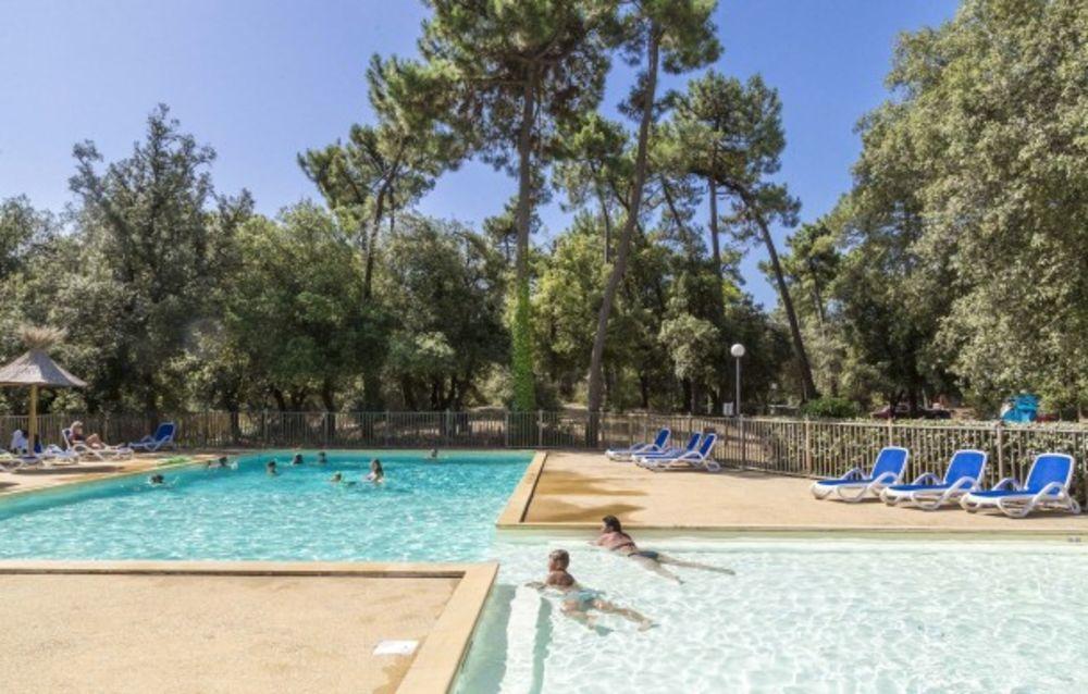 Camping Monplaisir Piscine collective - Plage < 1 km - Alimentation < 1 km - Centre ville < 2 km - Télévision . . . Poitou-Charentes, Saint-Trojan-les-Bains (17370)