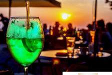 Bar musical à thème sur le bord de mer du littoral est Varois 648000