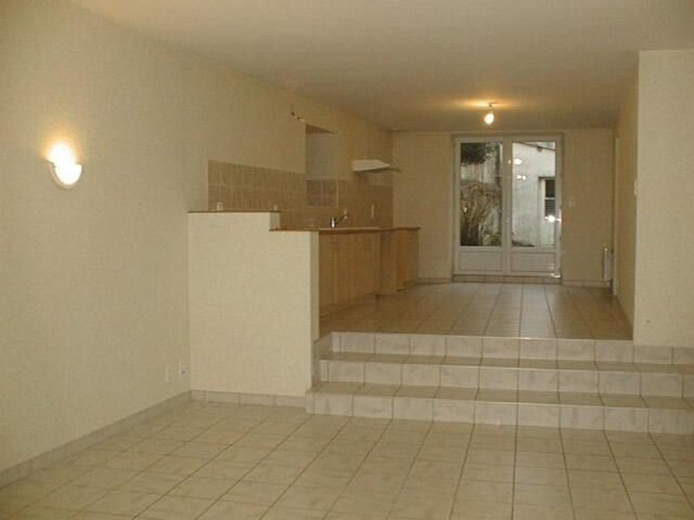 Location Maison MAISON F4 DE BOURG - PROCHE COMMERCES  à Secondigny