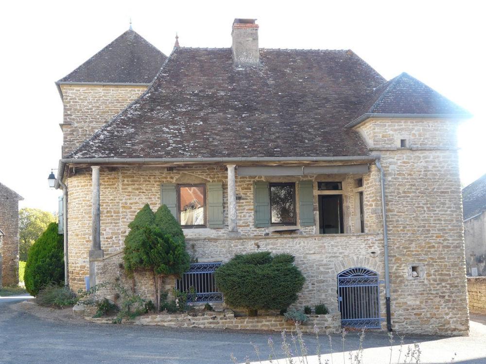 Vente Maison En coeur de village clunisois, typique et très belle maison bourguignonne.  à Cluny