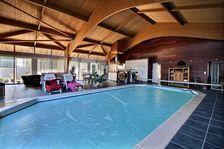 Maison de Maitre avec piscine intérieur et grand jardin arborée 468000