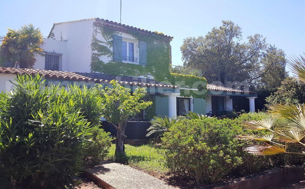 Vente Maison Maison d'architecte 12 pièces 5 chambres  à Roquebrune-sur-argens