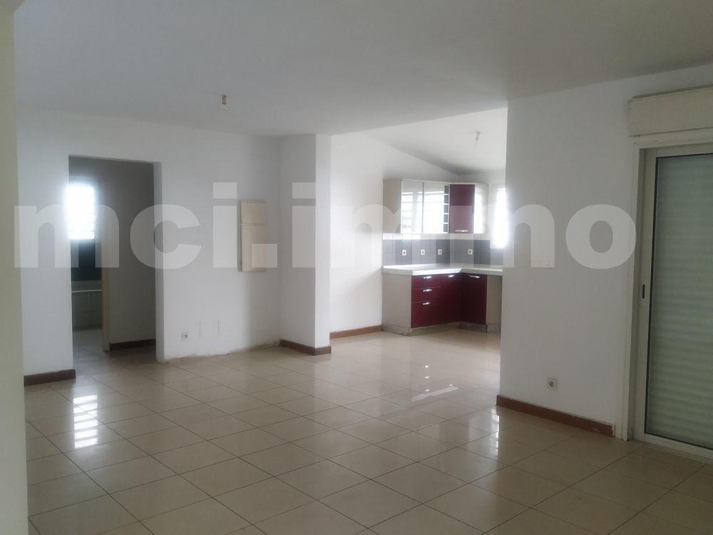 Maison - 5 pièce(s) - 103 m² 225000 Saint-Gilles Les Bains (97434)
