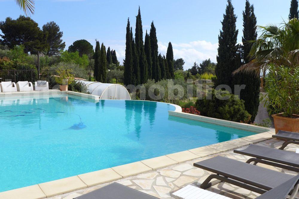 Vente Maison Propriété avec 3 maisons sur terrain de 9 000 m² dans secteur boisé, calme et vue mer  à Ceyreste
