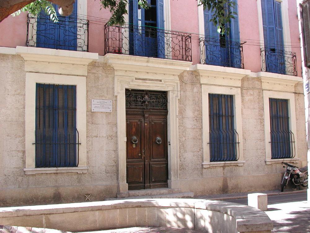 Vente Appartement Centre historique rez de chaussée d'hotel particulier de 135 m² avec garage et jardin plage 500 m  à La ciotat