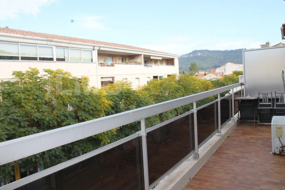 Vente Appartement A 10 minutes de Cassis,Très joli T2 lumineux avec grand balcon dans résidence standing  à Roquefort La Bédoule  à Roquefort-la-bedoule