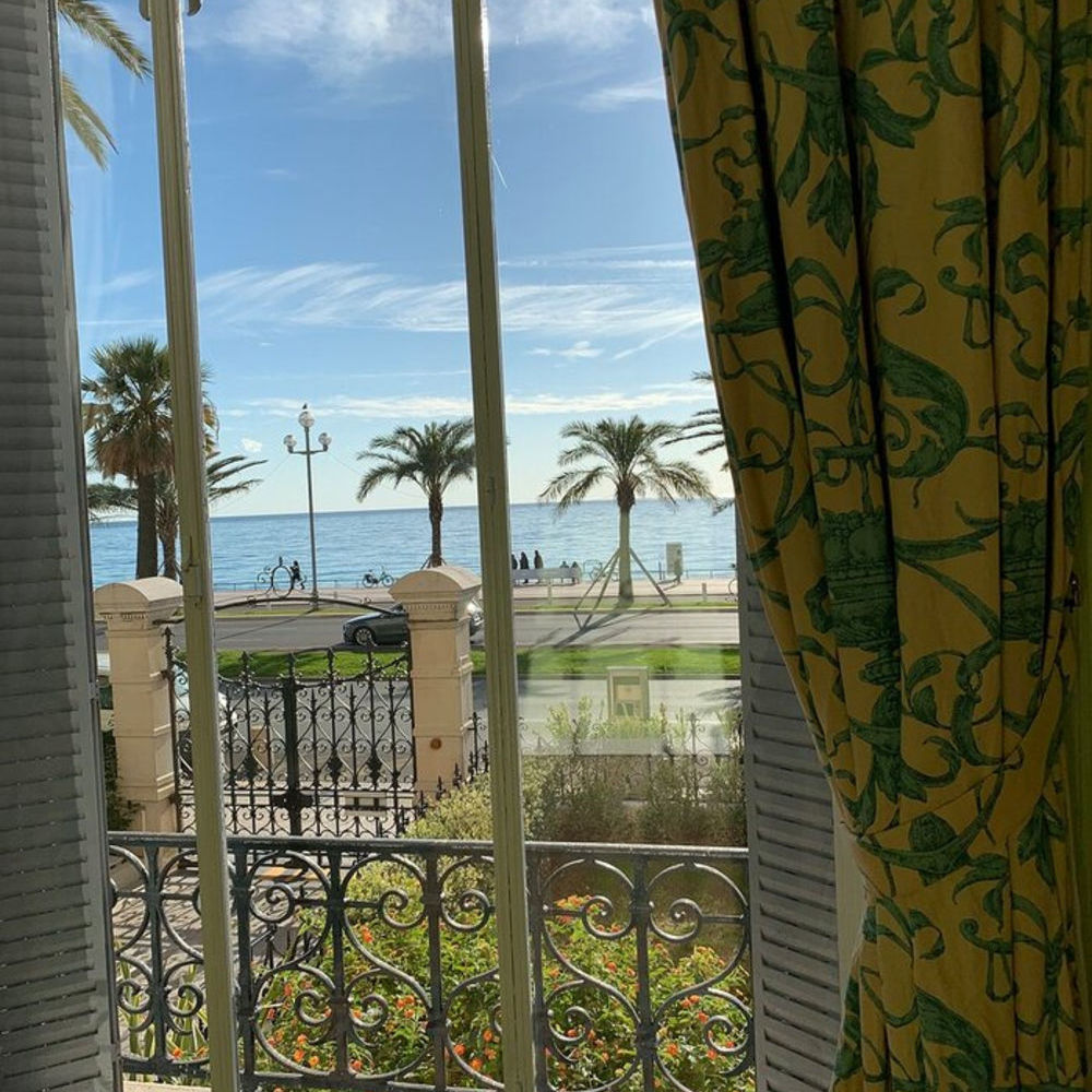 Location Appartement 4 PIECES NICE PROMENADE DES ANGLAIS  à Nice