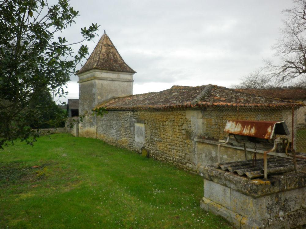 Vente Propriété/Château Propriété  avec dépendances et  vue magnifique  à Magnac lavalette villars