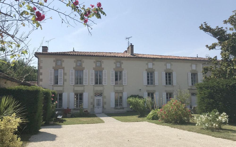 vente Maison - 14 pièce(s) - 377 m² Aulnay (17470)