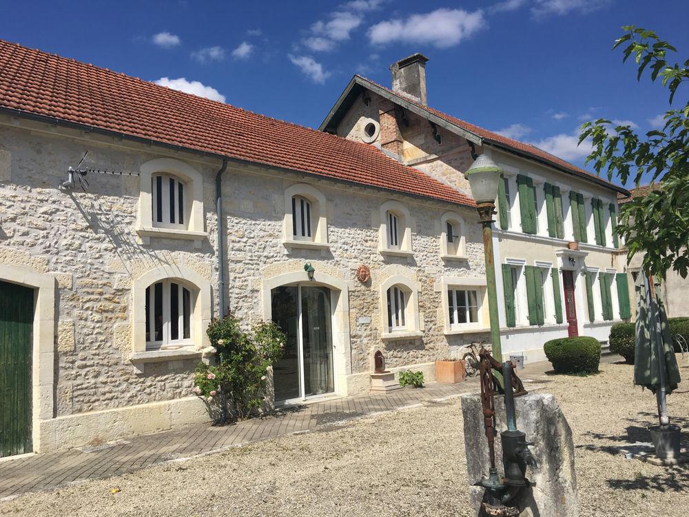 vente Immeuble - 9 pièce(s) - 323 m² Saint-Jean-d'Angély (17400)