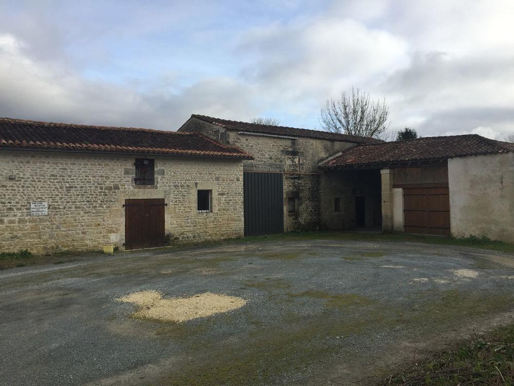vente Maison - 2 pièce(s) - 76 m² Saint-Jean-d'Angély (17400)